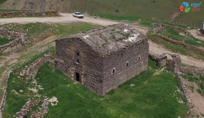 169 yıldır restore edilmeden ayakta duruyor