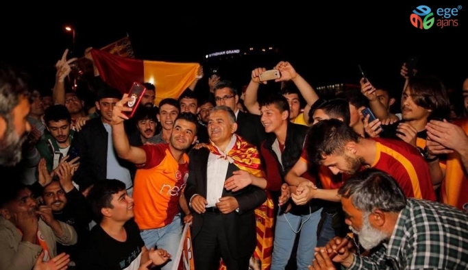 Başkan Büyükkılıç Galatasaray'ı kutladı