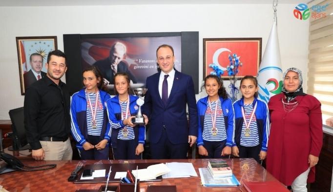 Bocce'nin şampiyonları Avni Örki'yi ziyaret etti