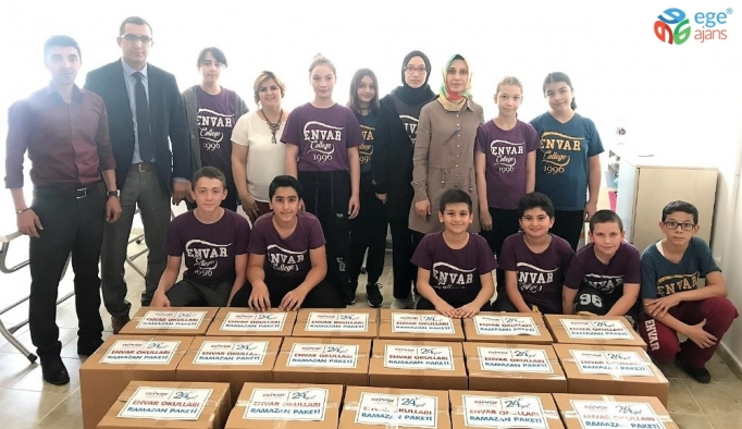Öğrenciler ramazan paketi hazırlayıp dağıttı