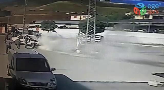 Otomobil akaryakıt istasyonu önünde yanmaktan son anda kurtarıldı