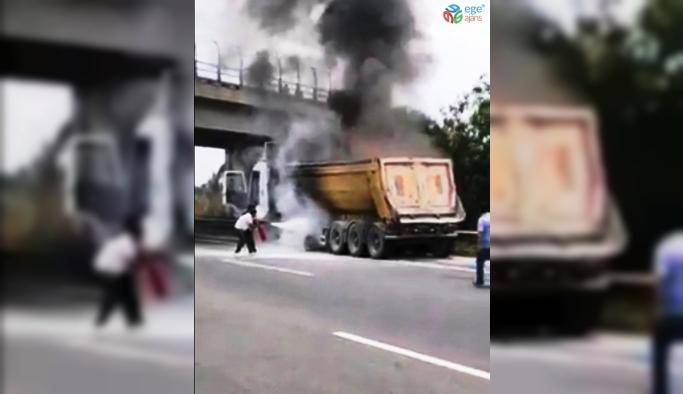 Otoyolda kamyon yangını