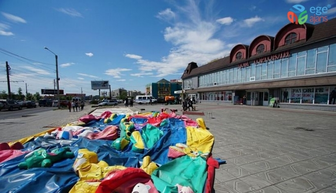 Rusya'da şişme oyun parkı rüzgara kapıldı: 5 çocuk yaralandı
