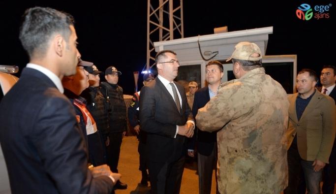 Vali Memiş Mehmetçik'in sofrasında iftar açtı