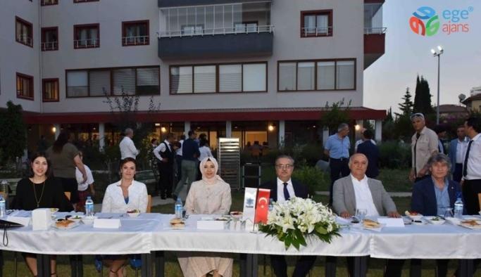 Vali Su, Yaşlı Yaşam Merkezi'nde düzenlenen iftar programına katıldı