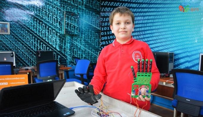 Yayla okulunun öğrencileri robot el yaptı