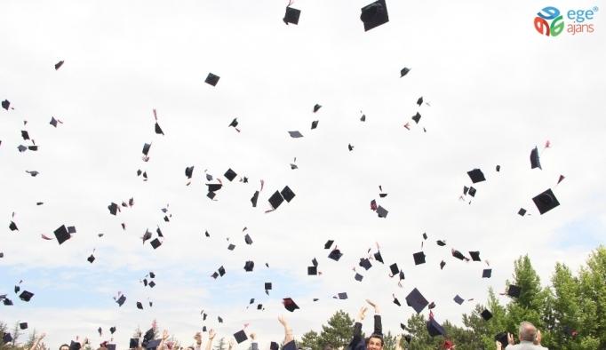 Anadolu Üniversitesi'nde mezuniyet heyecanı başladı