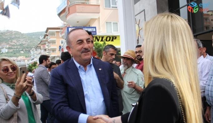 Bakan Çavuşoğlu Alanya'da hemşehrileriyle bayramlaştı