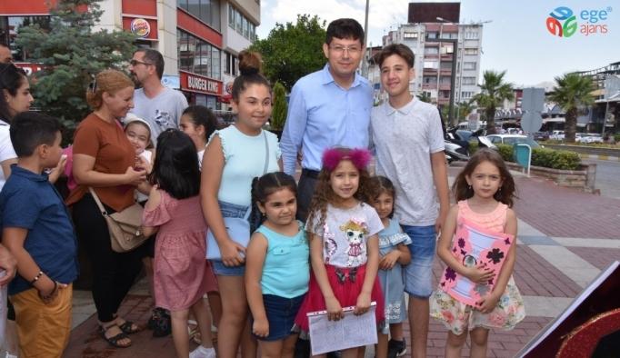 Başkan Özcan öğrencilerin karne sevincini paylaştı