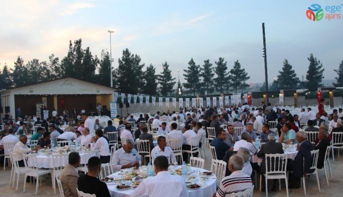 Canpolat mahalle temsilcileriyle iftar yaptı