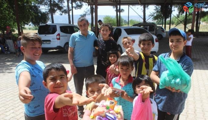 Çocukların Arefe gününde şeker sevinci