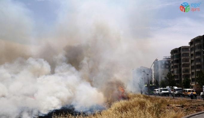 Diyarbakır'da anız yangınları hayatı felç etti
