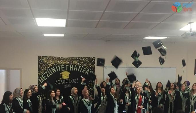 Fakültenin ilk mezunları kadın öğrenciler oldu