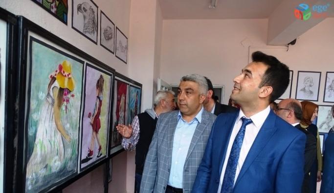 Hisarcık'ta yılsonu karma sergisi açıldı