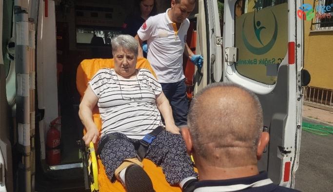 İstanbul'da 112 ekipleri hasta ve engelli vatandaşları sandığa taşıdı