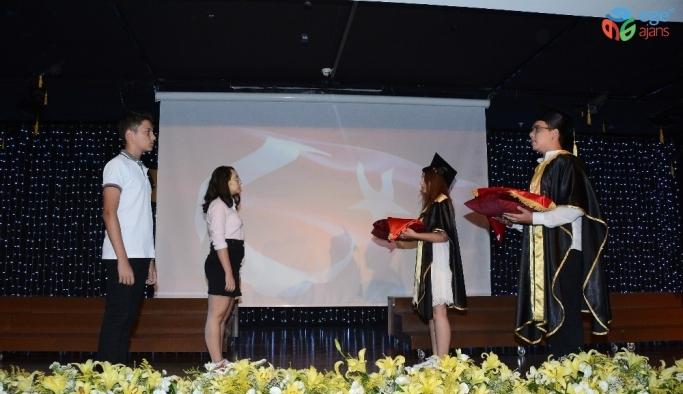 İTÜ'lü öğrenciler kep fırlattı