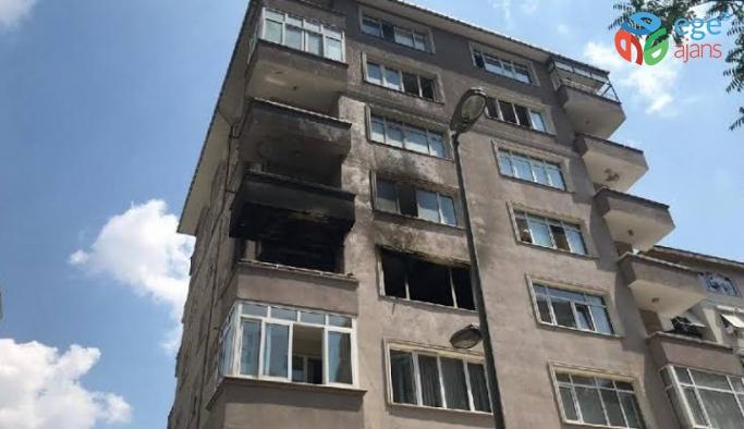 Kadıköy'de yangın çıkan binada can pazarı kamerada