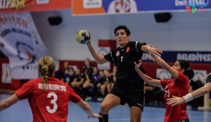 Kadınlar hentbolde en golcü isim Yeliz Özel