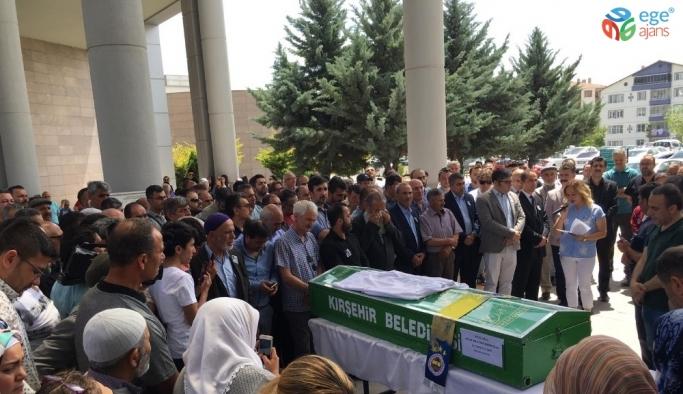 Kırşehirli sevilen doktor Mustafa Emir Doğan son yolculuğuna uğurlandı