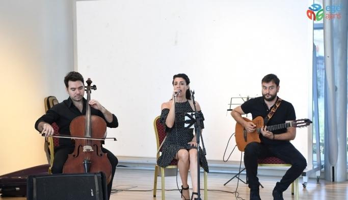 Konyaaltı Belediyesi misafirlerini klasik müzikle karşılıyor