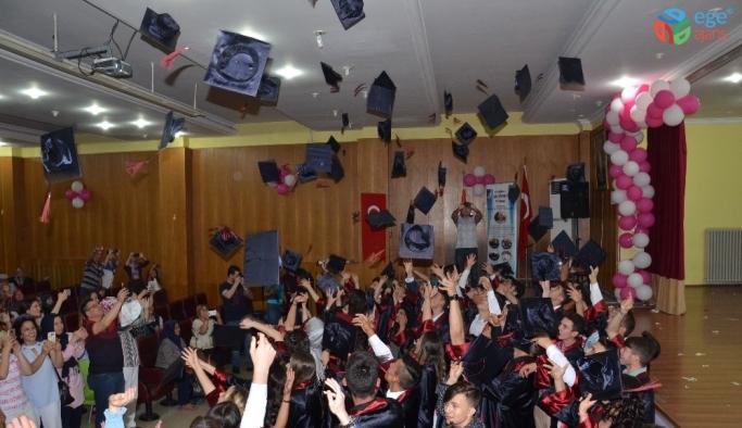 Kurdereli'de mezuniyet coşkusu