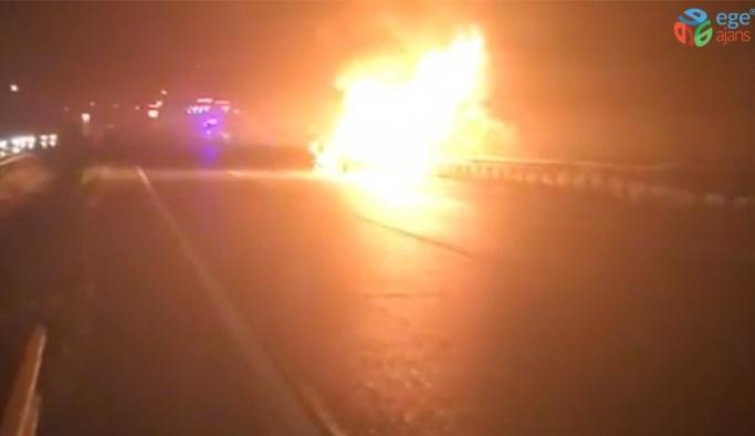 LPG'li otomobil ateş topuna döndü, kimse yaklaşamadı