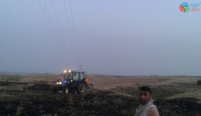 Mardin'de ekili tarlada yangın