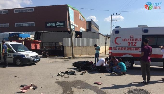 Motosiklet ile minibüs çarpıştı: 1'i ağır 2 yaralı