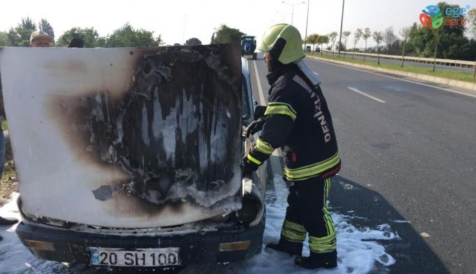 Seyir halindeyken yanan otomobilde büyük hasar oluştu