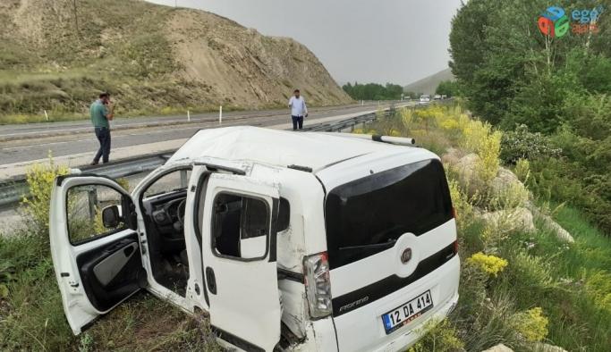Sivas'ta trafik kazası 1'i ağır 3 yaralı