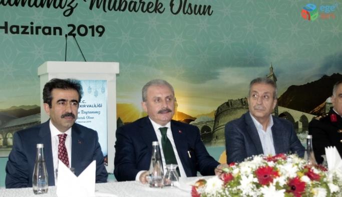 TBMM Başkanı Şentop, Diyarbakır'da vatandaşlarla bayramlaştı