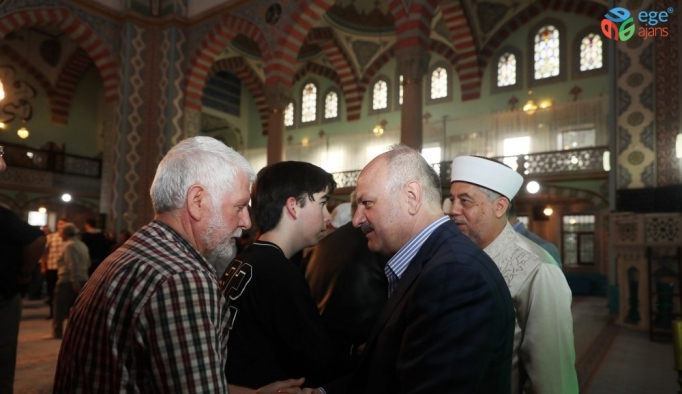 Vali Çakacak, Bayram Namazını Reşadiye Camii'nde kıldı