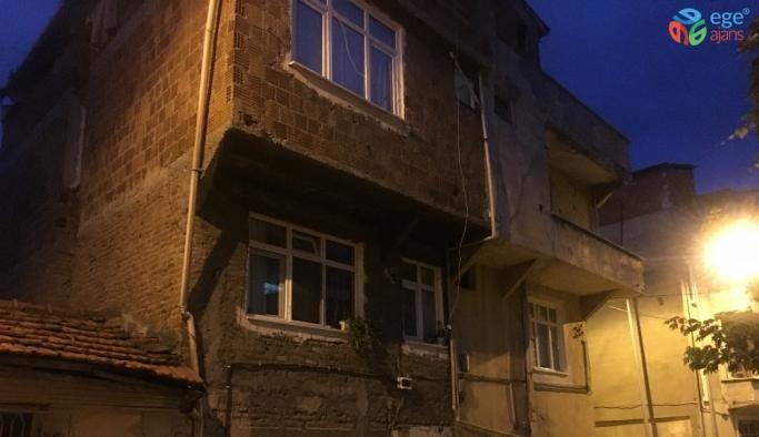 2 yaşındaki çocuk pencereden beton zemine düştü
