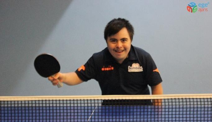 5 kez Türkiye şampiyonu olan down sendromlu Salihcan'ın hedefi dünya şampiyonluğu