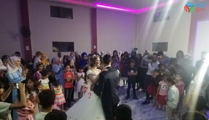 Antalyalı astsubay, Sasonlu aşiret kızıyla Kürtçe halaylar eşliğinde evlendi