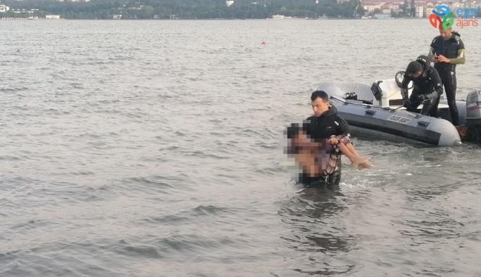 Arkadaşları ile girdiği denizde kaybolan çocuğun cansız bedenine ulaşıldı