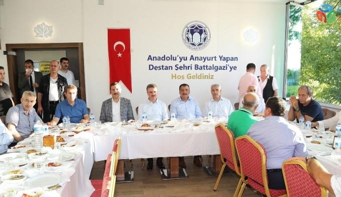 Başkan Güder TKB ekibini yemekte ağırladı
