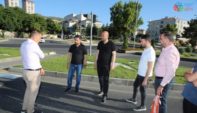 Başkan Rasim Arı, Saatçi Hoca Caddesinde incelemelerde bulundu