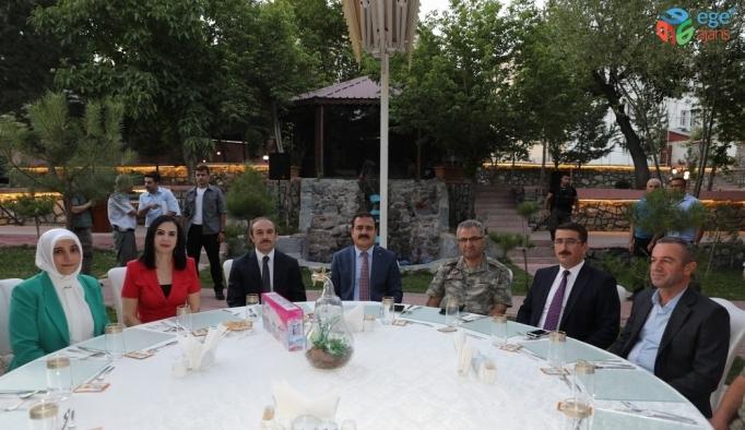 Bayburt'a vali olarak atanan Epcim onuruna veda yemeği