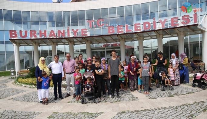 Burhaniye'de çocukların erken bayram sevinci