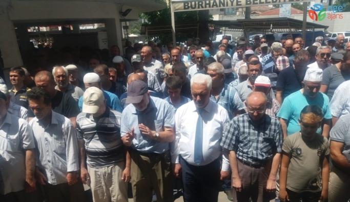 Burhaniye'de iş insanı Kemal Geniş  son yolculuğuna uğurlandı