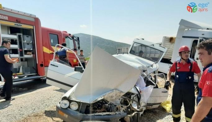 Denizli'de tır ile otomobil çarpıştı: 2 ölü