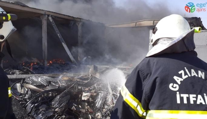 Depo yangını 10 saattir söndürülemedi