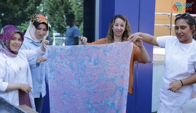 Gençler tezhip ve ebru sanatını öğreniyor