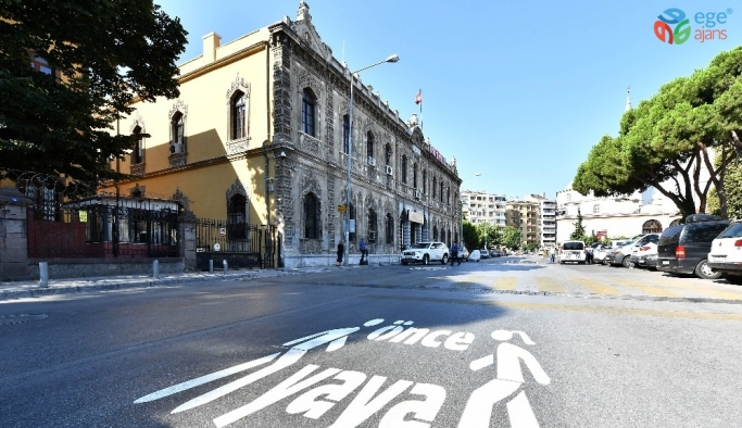İzmir'de 170 noktada 'Önce Yaya' uyarısı