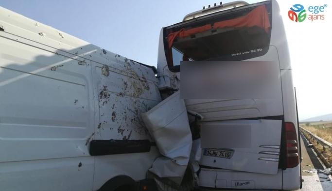 Kamyonet yolcu otobüsüne çarptı: 1 yaralı