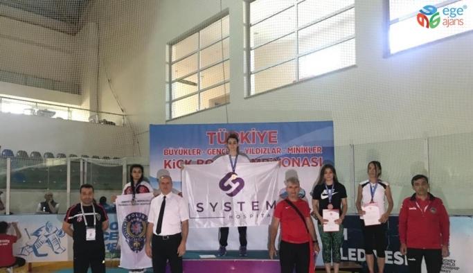 Kayserili Kickboks Sporcular Erzurum'dan 5 şampiyonlukla döndü
