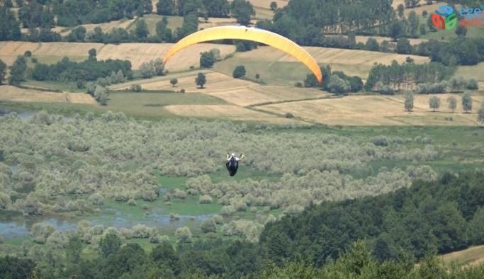 Ladik'te yamaç paraşütü etkinliği