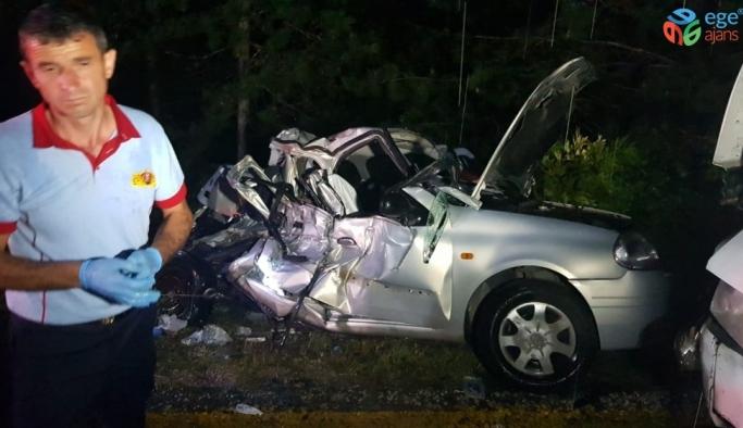 Otomobil tomruk yüklü kamyonla çarpıştı: 2 ölü, 2 yaralı