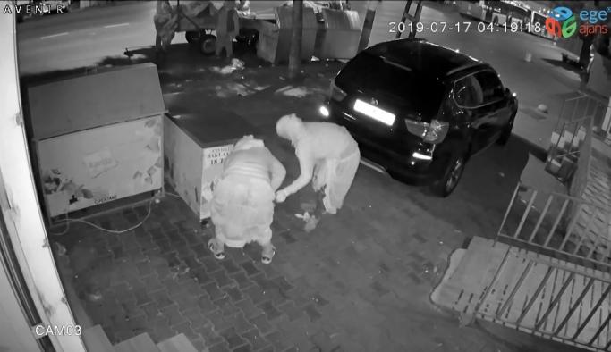 """(Özel) İstanbul'da kadın hırsızların """"yok artık"""" dedirttiği anlar kamerada"""